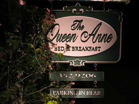 The Queen Anne Bed & Breakfast : The elegant sign is just a hint as to what is inside.