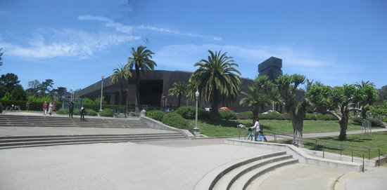 "The ""earthquake proof"" de Young Museum."