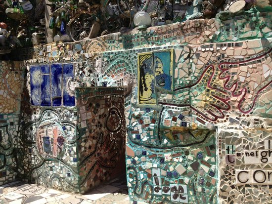 Philadelphia's Magic Gardens : outdoors