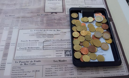 Cafe de Turin: 10 euro changes they gave me by coins ....