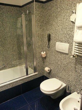 Best Western Plus Hotel Universo : Banheiro