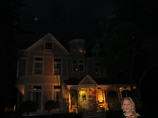 Ghost Walks of Niagara-on-the-Lake: Tricia romance house