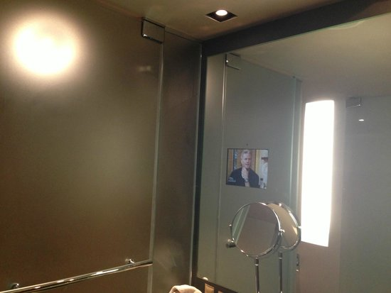 MGM Grand Hotel and Casino: Shower and TV built into mirror/vanity