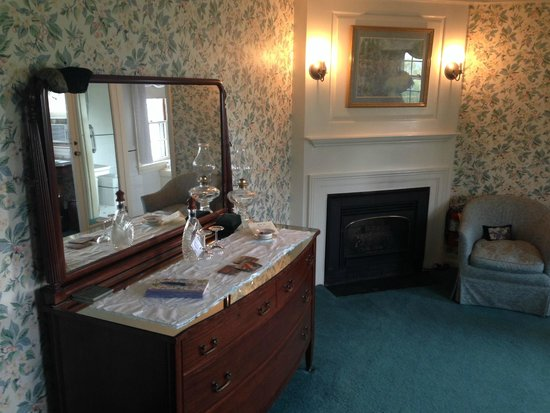 Adair Country Inn & Restaurant : Waterford room