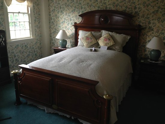Adair Country Inn & Restaurant : Feather bed