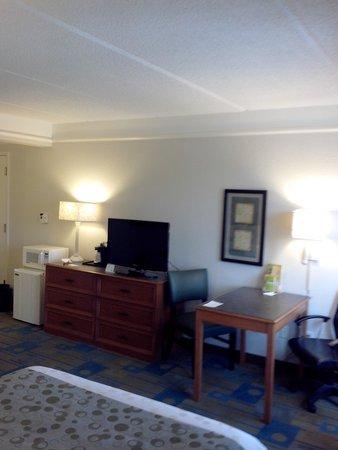 La Quinta Inn & Suites Panama City: bedroom tv & desk