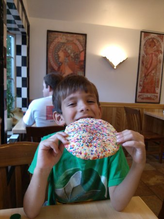 Zoey's Double Hex Restaurant: Tasting the giant cookie!