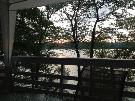 Maple Terrace Resort: Sunset from the deck