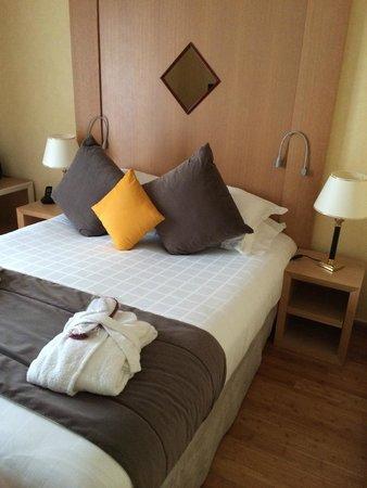 Hôtel Nice Riviera : Cama muy confortable