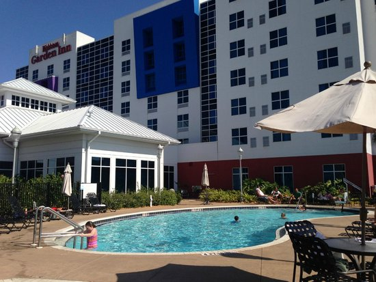 Hilton Garden Inn Tampa Airport Westshore: View from Pool