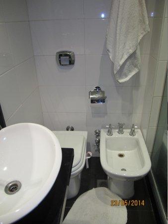 Hotel Promenade: baño estrecho e incomodo