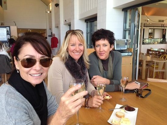 Vinetrekker Wine and Food Tours : Girls at Domaine