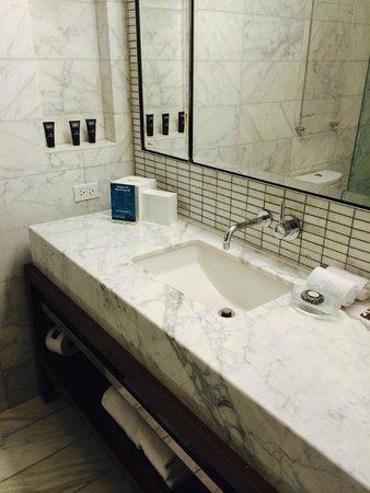 Kimpton Hotel Eventi: Equipado lavabo