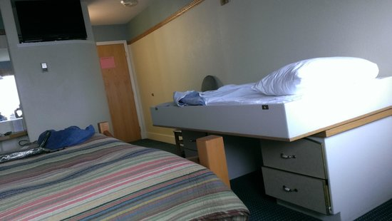 Land's End Resort: second bed is like a cot sized diaper changing station