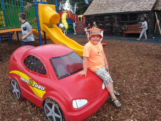 Five Sisters Zoo: fun in the outdoor playpark