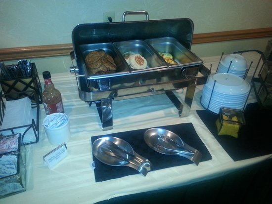 Country Inn & Suites By Carlson, York: Make your own McMuffin--bagel, egg and sausage