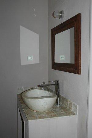 Au point de Lumière : Bathroom sink