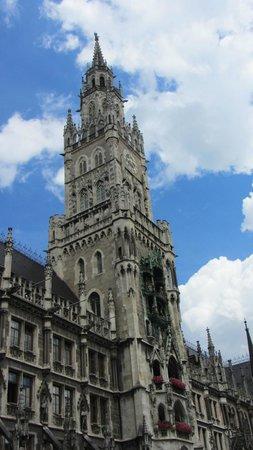 Marienplatz: The Munich New City Hall (Rathaus).