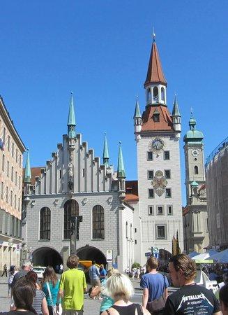 Marienplatz: The Munich Old City Hall (Rathaus).
