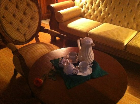 Belmond Casa de Sierra Nevada: Coffee service to your room with fresh rose