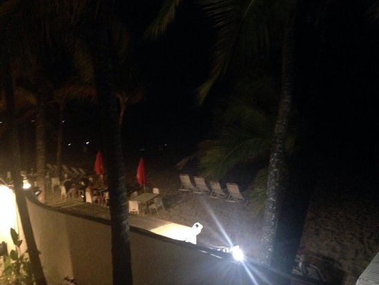 Numero Uno Guest House: At night!!