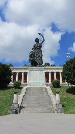 Ruhmeshalle und Bavaria: Statue of Bavaria.
