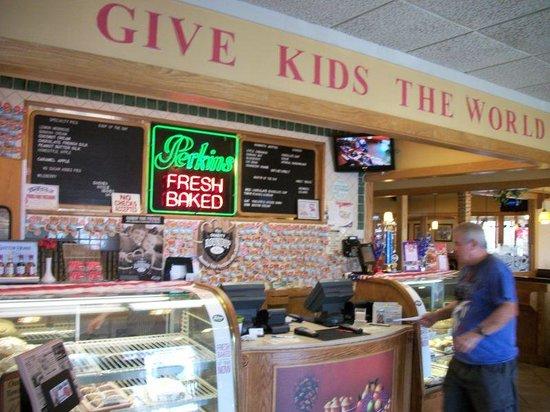 Perkins Restaurant & Bakery: Bakery Area