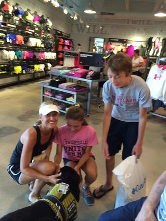 Tanger Outlets Rehoboth Beach : Making friends during retail therapy!