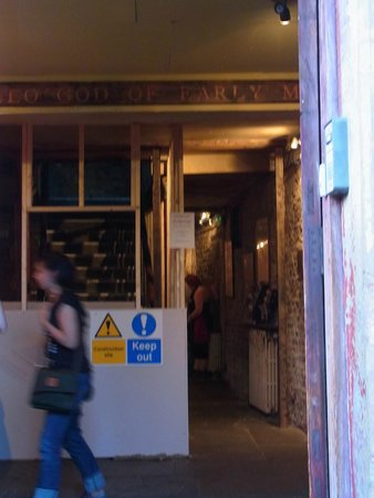 Wilton's Music Hall: 現在改修工事中