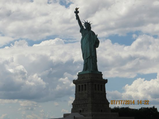Skyline Sightseeing: Statue of Liberty via the boat cruise