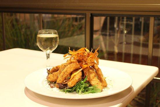 Island Palms Motor Inn: Hand-cut squid, Seafarer Restaurant, Forster.