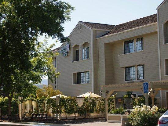 Napa Winery Inn - Front