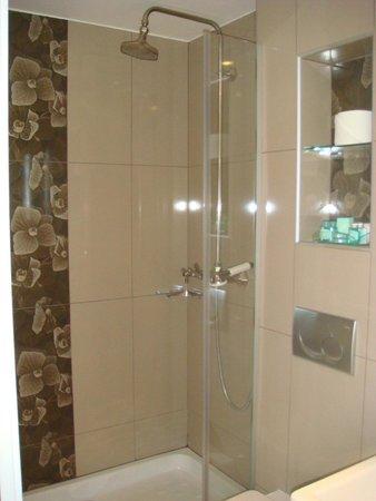 Hotel du Levant : Banheiro novinho