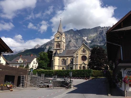 Almfrieden Wander- und Langlaufhotel: Ev. Kirche in Ramsau