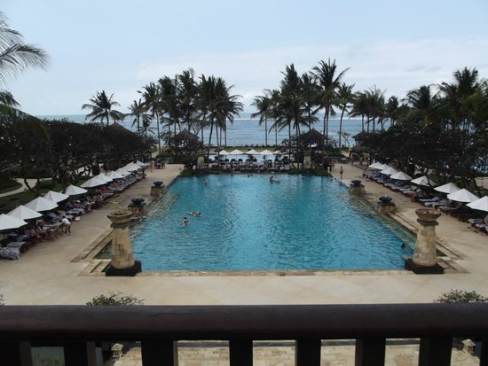 Conrad Bali : This pool was so nice to swim in