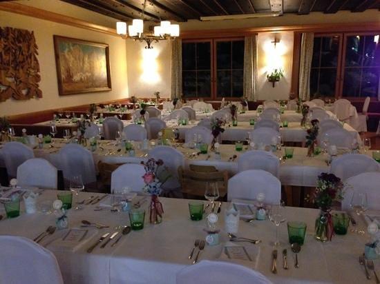 Almfrieden Wander- und Langlaufhotel: schön gedeckte Tische im Hotel Almfrieden