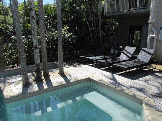 Flashpackers Noosa : pool area