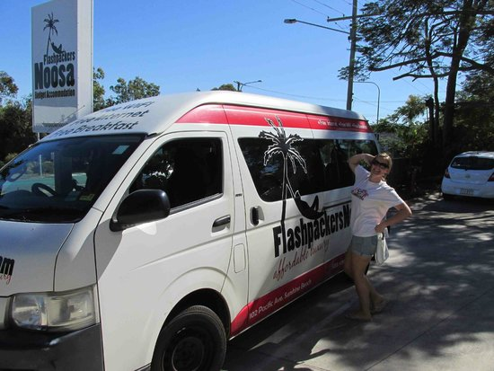 Flashpackers Noosa : free shuttle (and a driver)