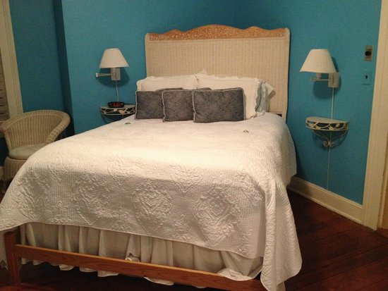 Open Gates B&B: View of bed in Bluebird Room, July 2014.