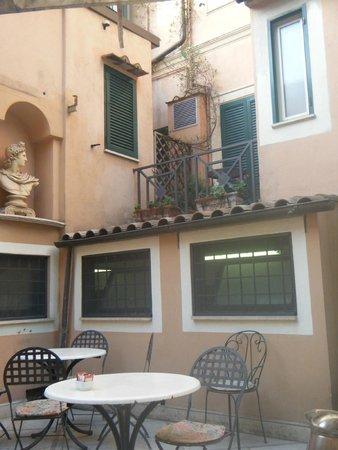 Hotel Donatello: Dining patio