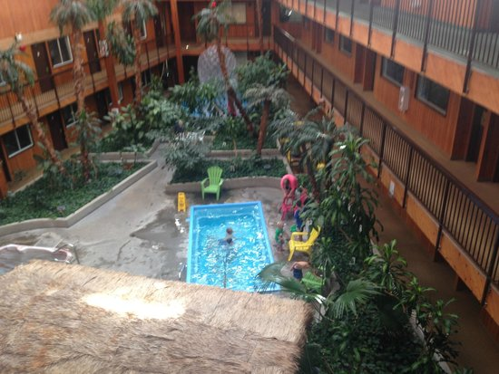 Super 8 Prince George: 3rd floor view of postage stamp pool