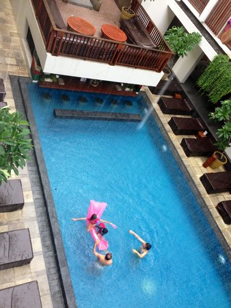 The Magani Hotel and Spa: fun at the pool