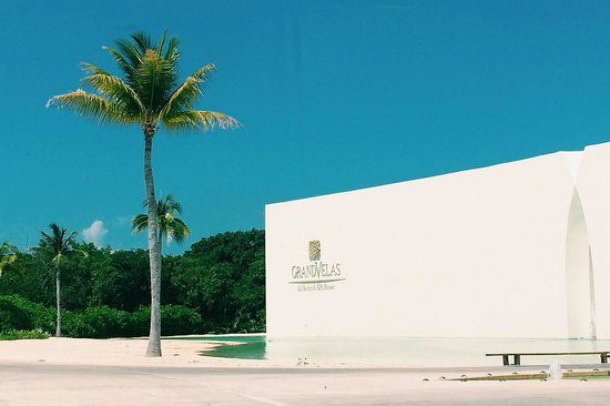 Grand Velas Riviera Maya: Entrance to the hotel