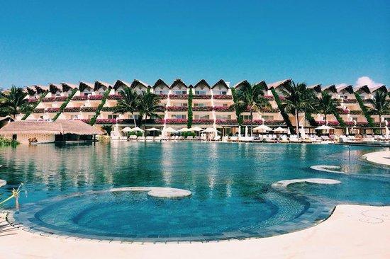 Grand Velas Riviera Maya: Ambassador pool and suites