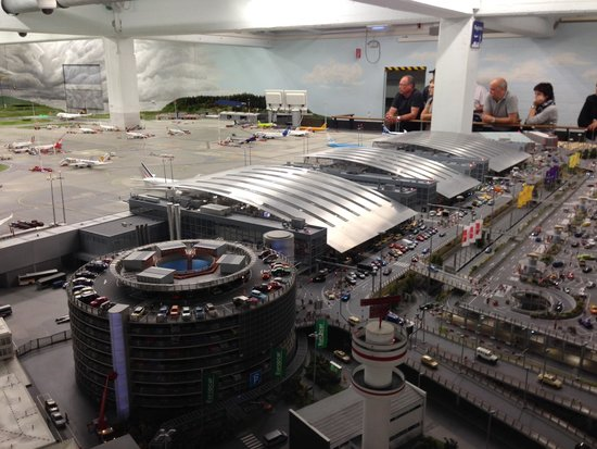 Miniatur Wunderland: The airport with planes taking off and landing