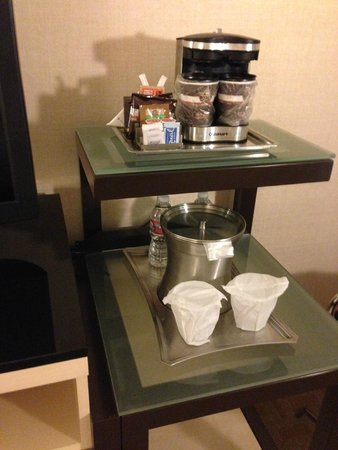 Hilton Los Angeles Airport: Complimentary coffee, tea, and water