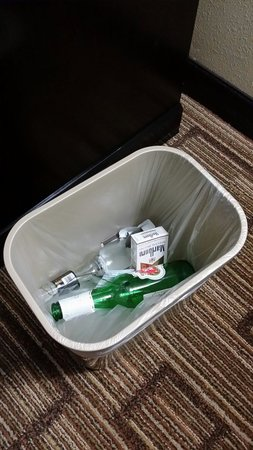 Clarion Hotel at Carowinds: Some lovely trash that was left for me when I first walked into my room