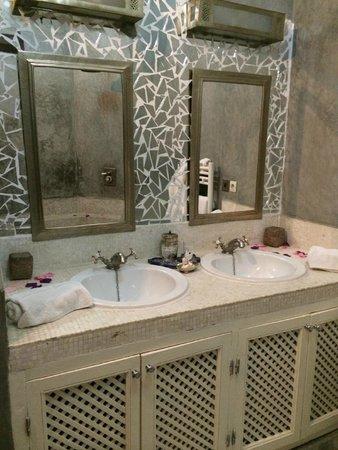 Dar Charkia: Vanity