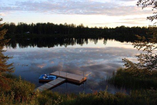 Gigglewood Lakeside Inn : Lake at twilight