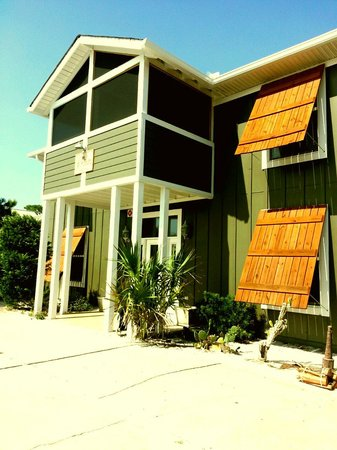 Cape San Blas Inn: Front of building
